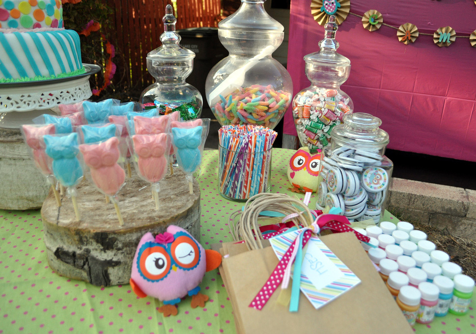 Amazing owl birthday party bless this mess for Food bar ideas for a party