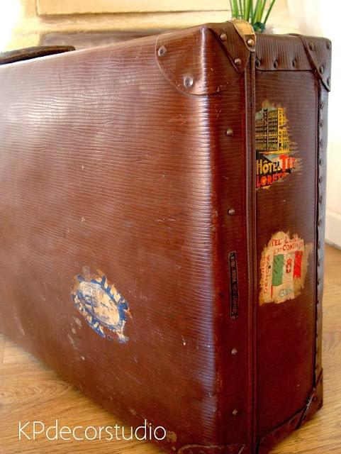 Maletas antiguas bonitas y originales. Con restos de pegatinas de viaje