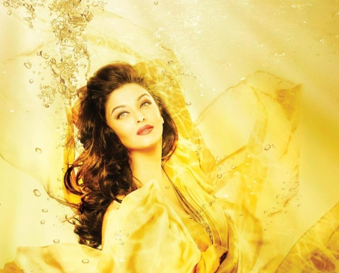 Aishwarya Rai Lights, Camera, Action, Nappy Change