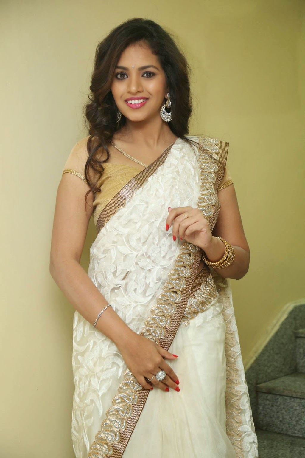 gowthami chowdary glamorous in saree-HQ-Photo-17