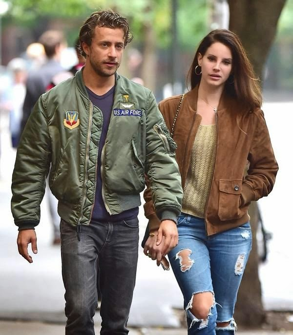 The singer, Lana Del Rey taking a romantic stroll through Manhattan, New York on Wednesday, October 1, 2014.