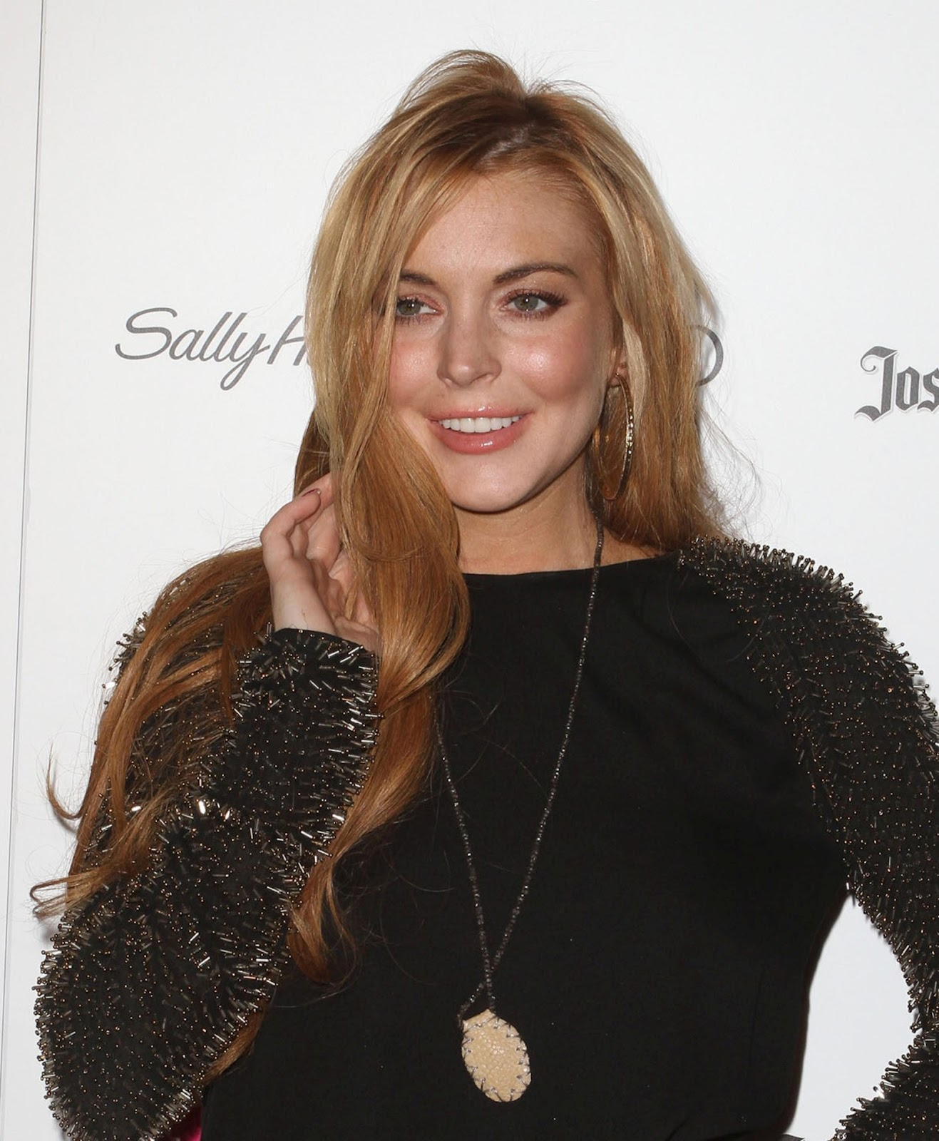 http://1.bp.blogspot.com/-uJRoKMrAdSw/T5sEZWeBDjI/AAAAAAAAChQ/5Fkf5AeMNZo/s1600/Lindsay_Lohan_Star_Magazine_All_Hollywood_event_2012-15.jpg