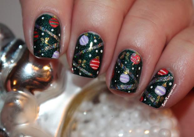 christmas tree nail art - close