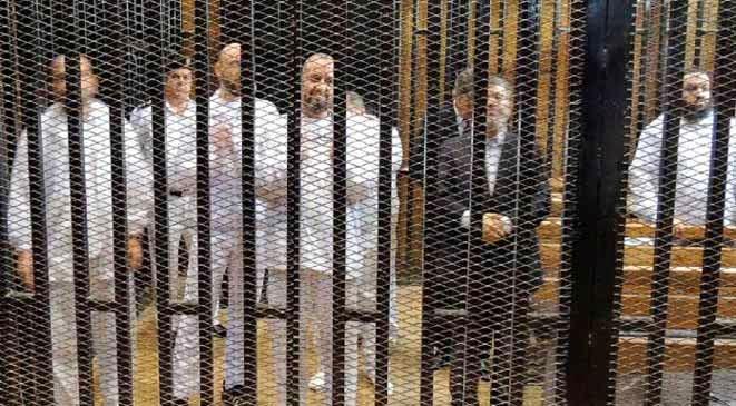 تأجيل محاكمة مرسي إلى الاثنين بسبب غياب الدفاع