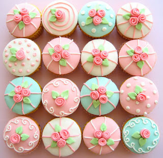 How gorgeous are these rose cupcakes!! {Hello Naomi on Flickr}