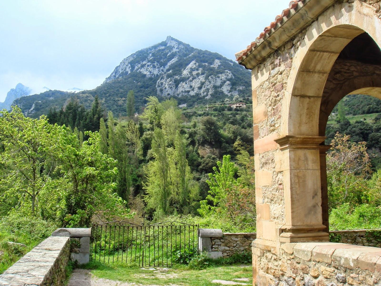 arcos Santa María de Lebeña