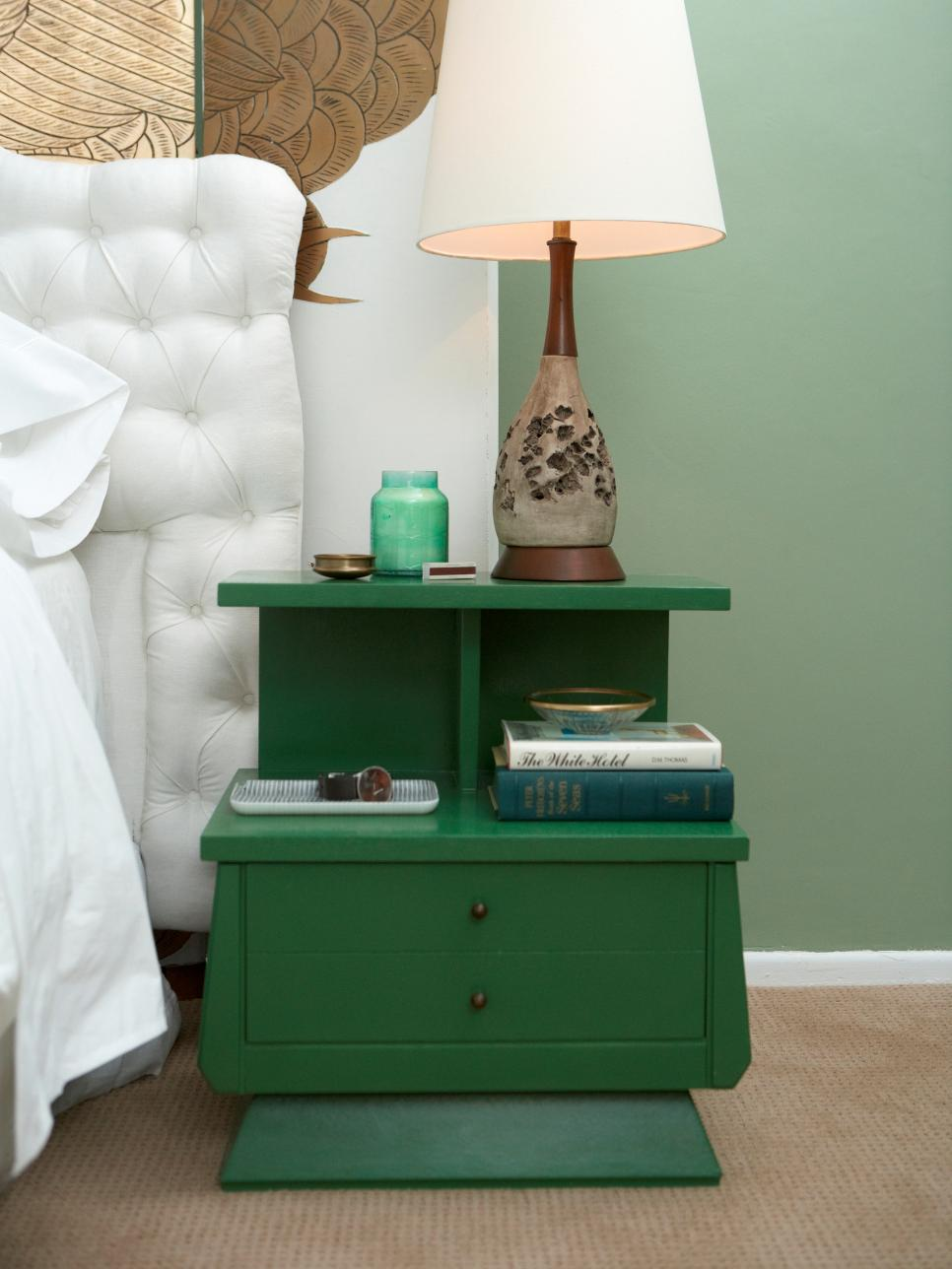 22 clever ways to repurpose furniture do it yourself for Cute nightstand ideas
