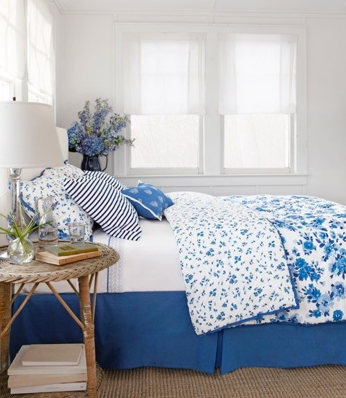 Decorating with style blue and white cottage decorating for Interior design bedroom blue white