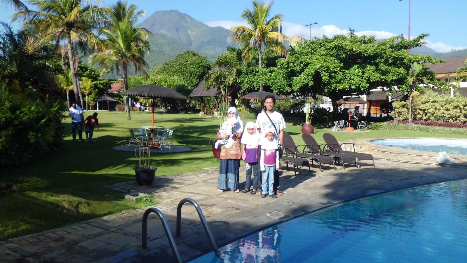 Sebenarnya Pemandangan Di Hotel Cukup Bagus Dengan Latar Belakang Gunung Arjuno Hari Ketiga Ini Anak Bermain Outbond Mini Yang Disediakan