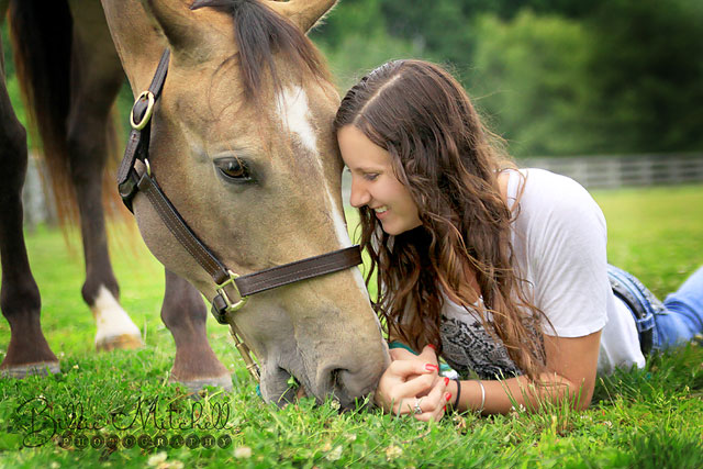 senior pictures with her horse in Hendersonville, NC.