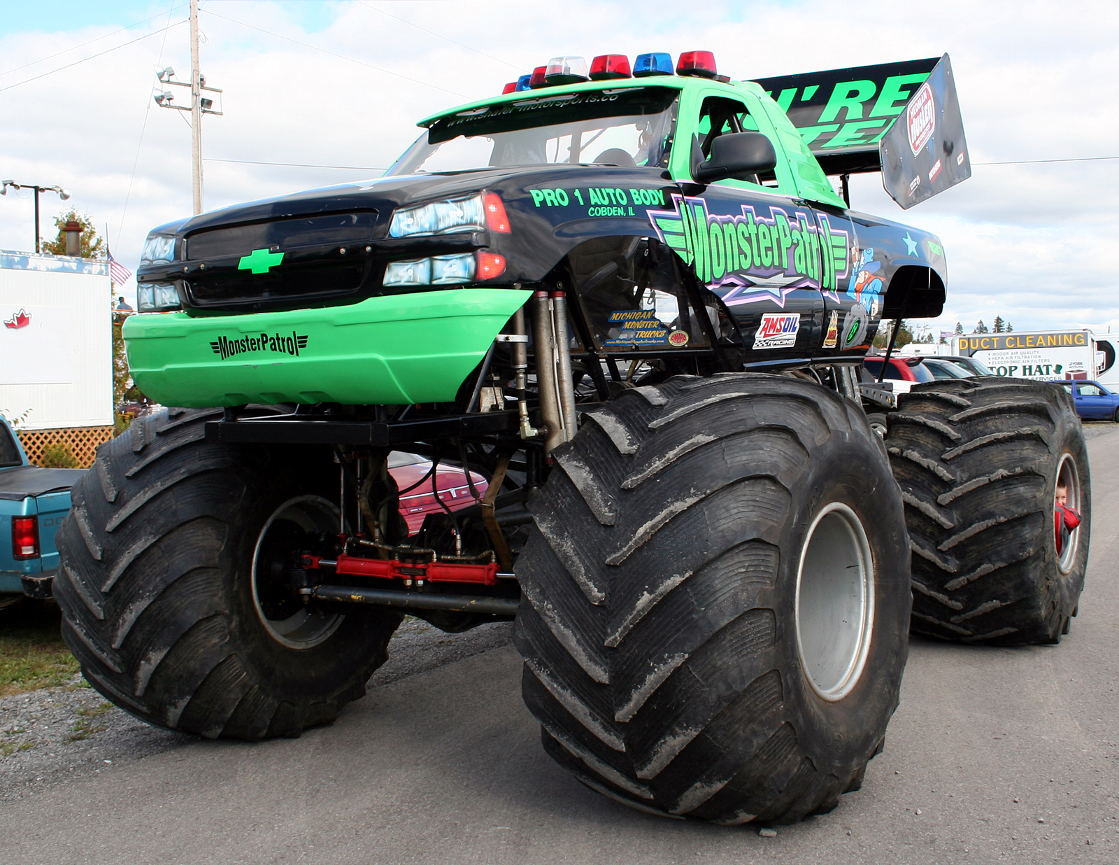 http://1.bp.blogspot.com/-uKEuYZHXUhA/T3BIVFfhWoI/AAAAAAAAKR0/MOBus_BdtsU/s1600/monstertrucks_wallpaper_006_1600_1236.jpg