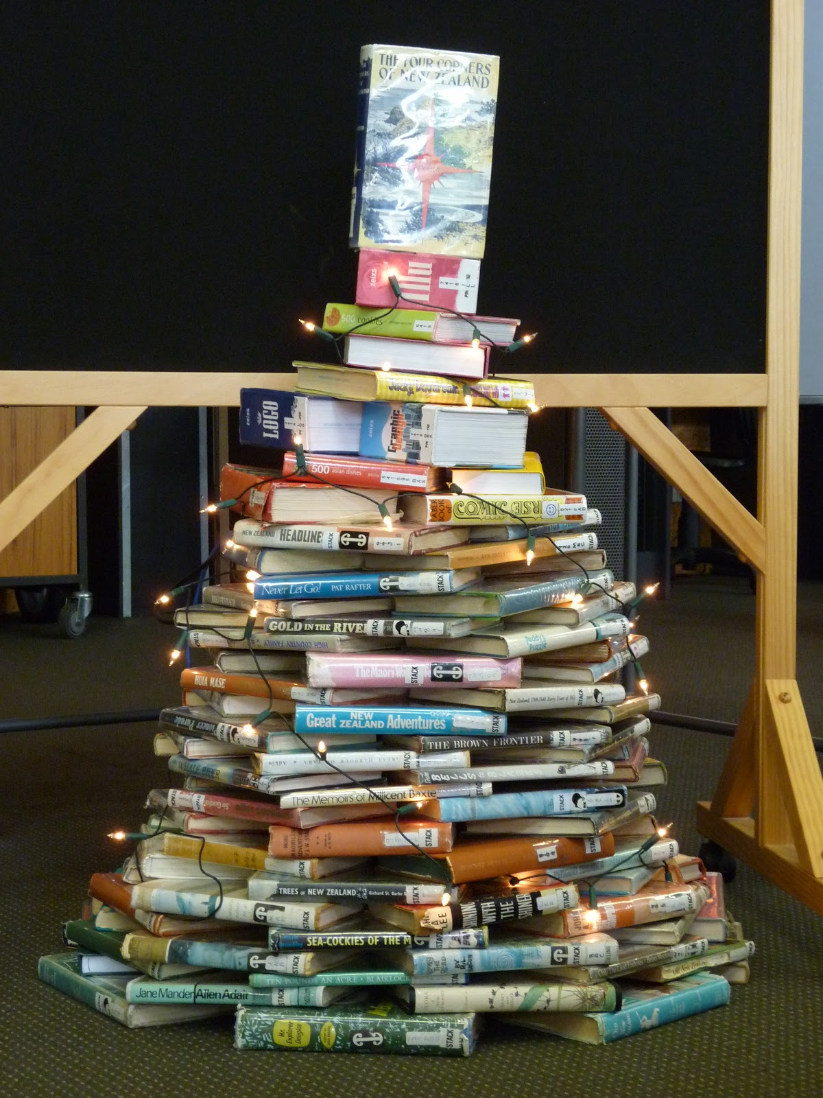Christmas Ideas For School Libraries : Library displays christmas tree