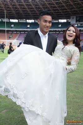 Prewedding di lapangan sepakbola