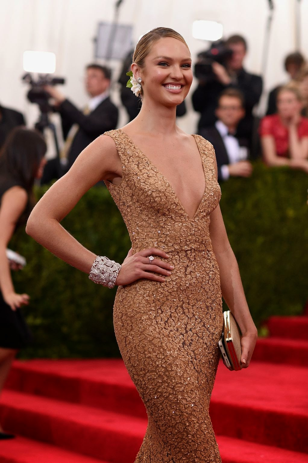 Candice Swanepoel is gorgeous in a plunging lace gown at the 2015 Met Gala