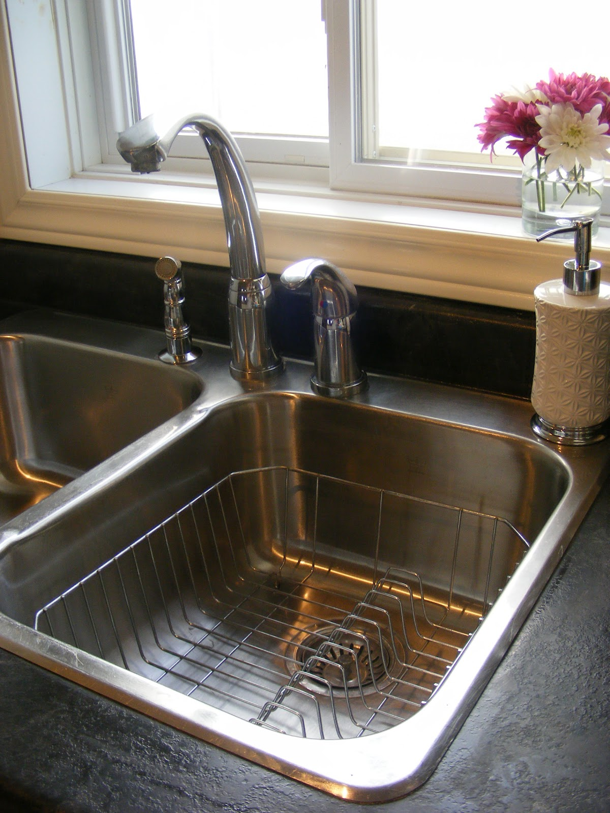 How to clean and shine your sink naturally the complete for How to clean bathroom drain