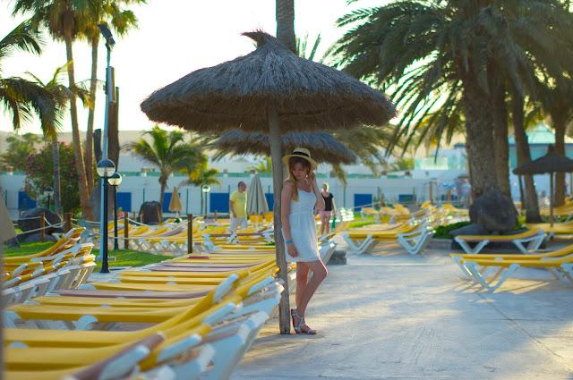 Gran Canaria, Hotel Orquidea, Bahia Feliz, inspiracje, koronkowa sukienka