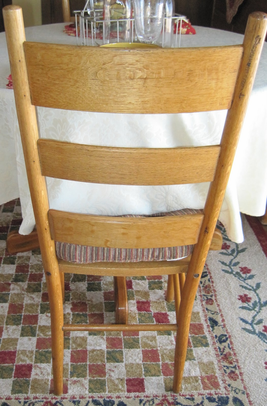French Farmhouse Table and Chairs Round