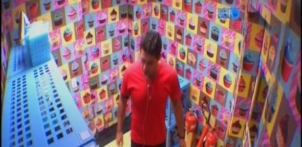 Marcelo se irrita por ter gravação de vídeo interrompida por Cássio