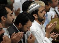"""Rasûlullah (s.a.v.) şöyle buyurdu: """"Kazayı ancak dua önler, ömrü ise ancak iyilik artırır."""""""