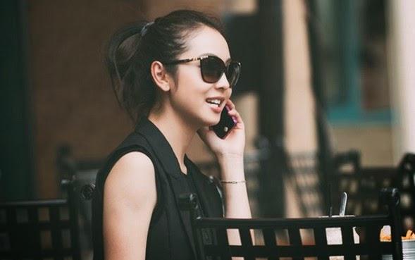 Jennifer Phạm diện quần xuyên thấu dạo phố Sài Gòn