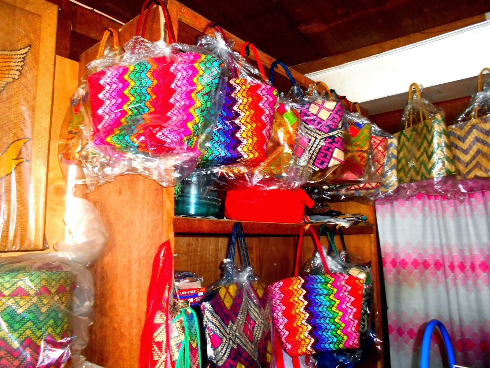 banig organizer bag Shoes and bags that go with bandeau skirts and tops from kalinga plus other wearable pieces have been the stars of the show for the past three runs, largely due to the organizers' vision of bridging tradition with the demands of today's market.