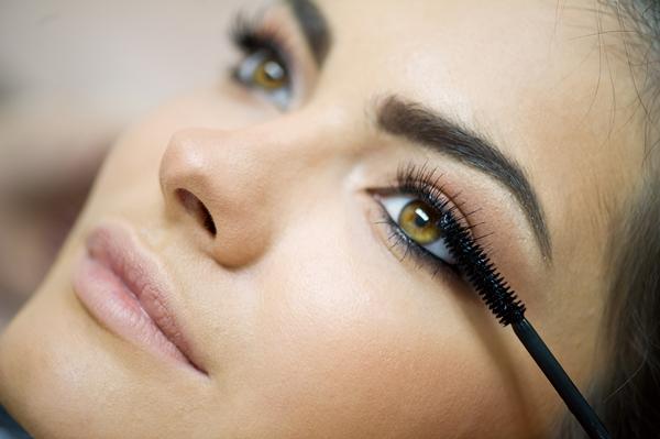 Kết quả hình ảnh cho sử dụng mascara đúng cách