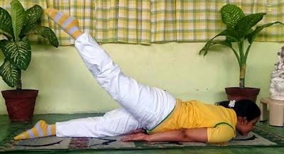 Poorna Shalabhasana Yoga Pose