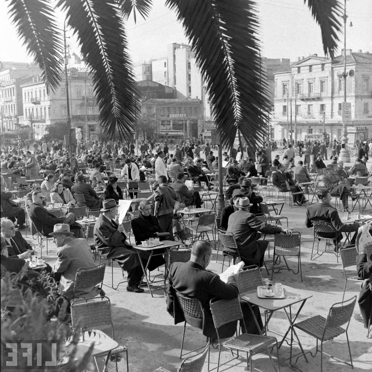 http://1.bp.blogspot.com/-uLdh1U0w5C8/Ud5bQdr_DRI/AAAAAAAAJqs/r6CTEIonAGU/s1600/Athens+Syntagma+Jan.+1948+Dimitri+Kessel.jpg