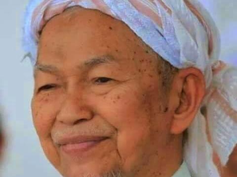 Perginya Ulamak Ulung : Tok Guru Nik Abdul Aziz Nik Mat