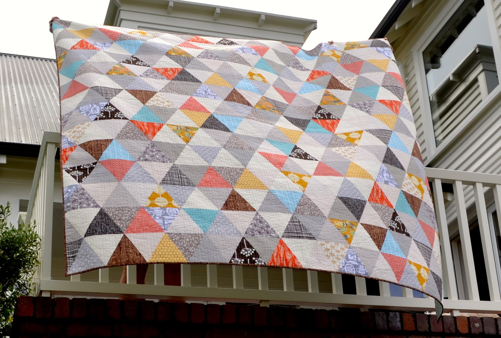 On the Windy Side: Equilateral triangle quilt - finished! : equilateral triangle quilt tutorial - Adamdwight.com
