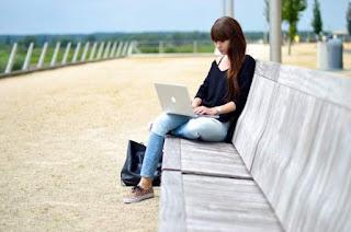 Peluang usaha sampingan blogger pic