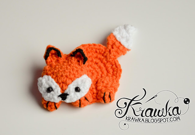 Krawka: Cute orange fox brooch with free pattern. Very fast and easy crochet project.