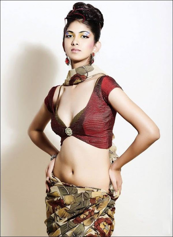 Reha hot navel show photos