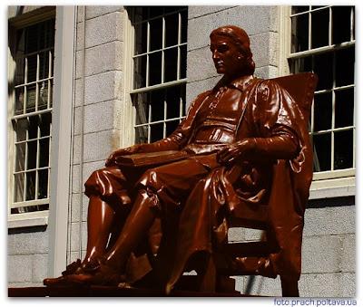 Шоколадный Джон Гарвард (памятник основателю Гарвардского университета)