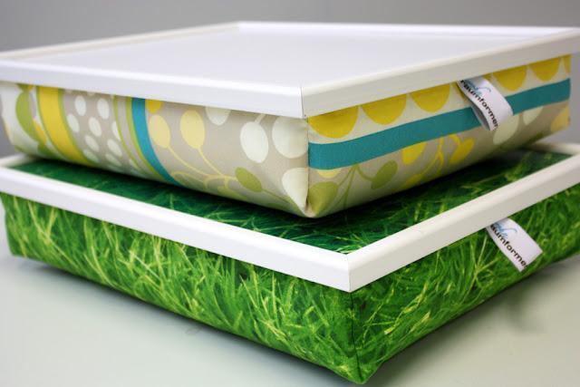 Knietablett, Knietabletts, Lap Tray, Lap Trays, Laptray, Laptop Trays, Laptoptray, Kniekissen, Betttabletts, Bettablett, gelb, grün, blau, beige, weiß, Gras, bedruckter Stoff, 100 % Baumwolle