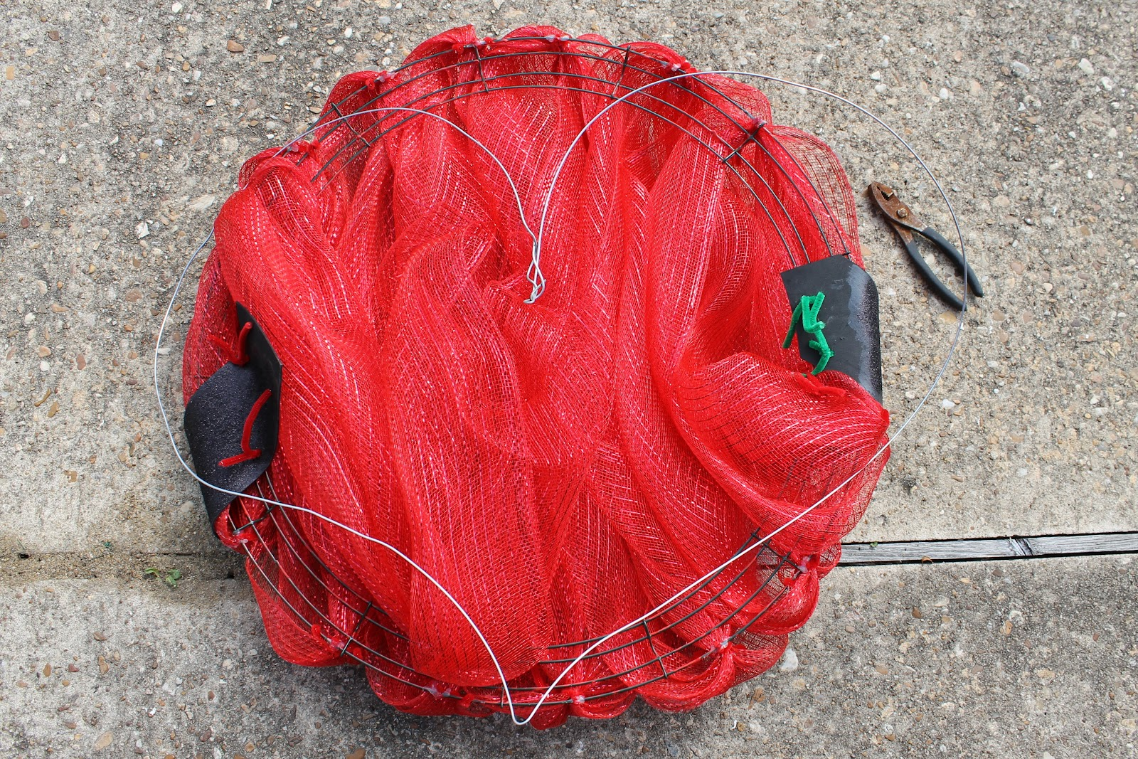 make a deco mesh valentine wreath