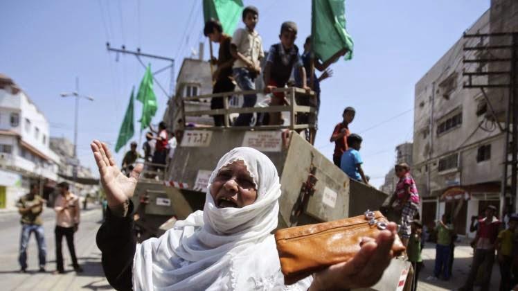 رايتس ووتش: الاعتداء العمدي على مدنيين غير مشاركين بالقتال جريمة حرب (رويترز)