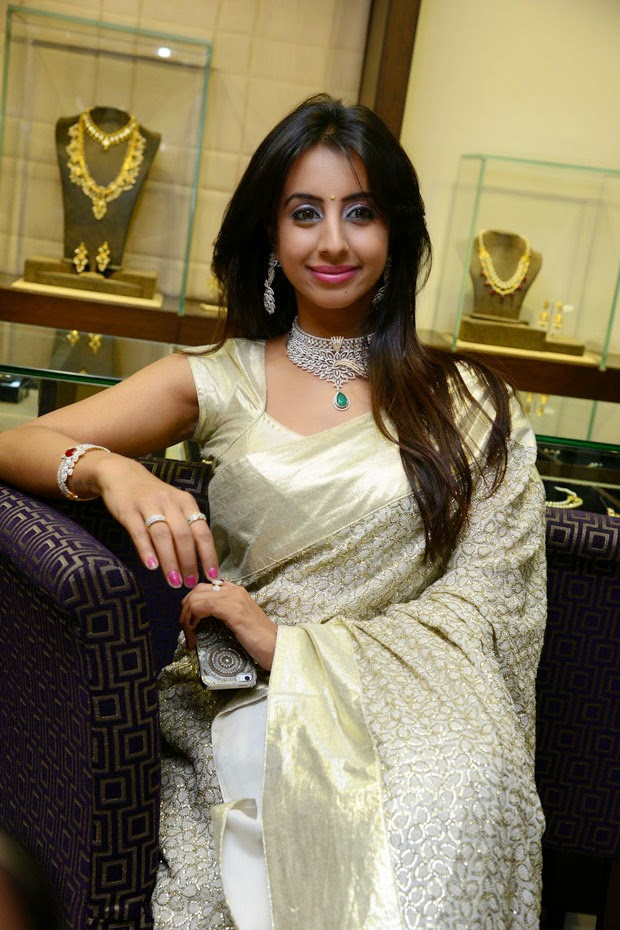 Sanjjanaa at Hiya Jewellers Event Photo Shoot