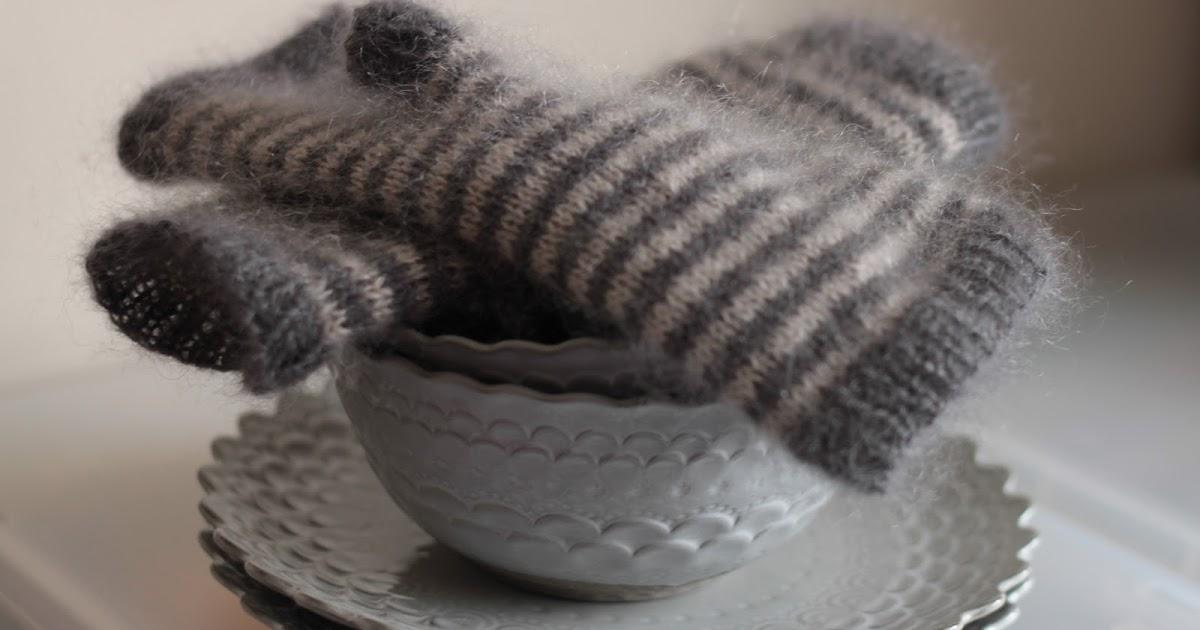 Fingerless Gloves Knitting Pattern Magic Loop : KnittingPony: Storm Fingerless Mittens (free knitting pattern)