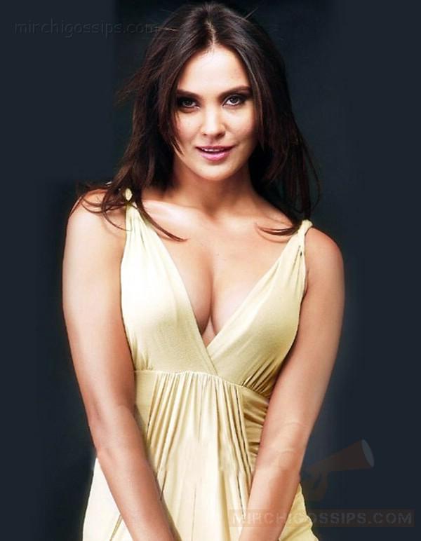 Lara Dutta Hot Pics