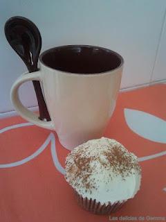 Cupcake capuccino con taza