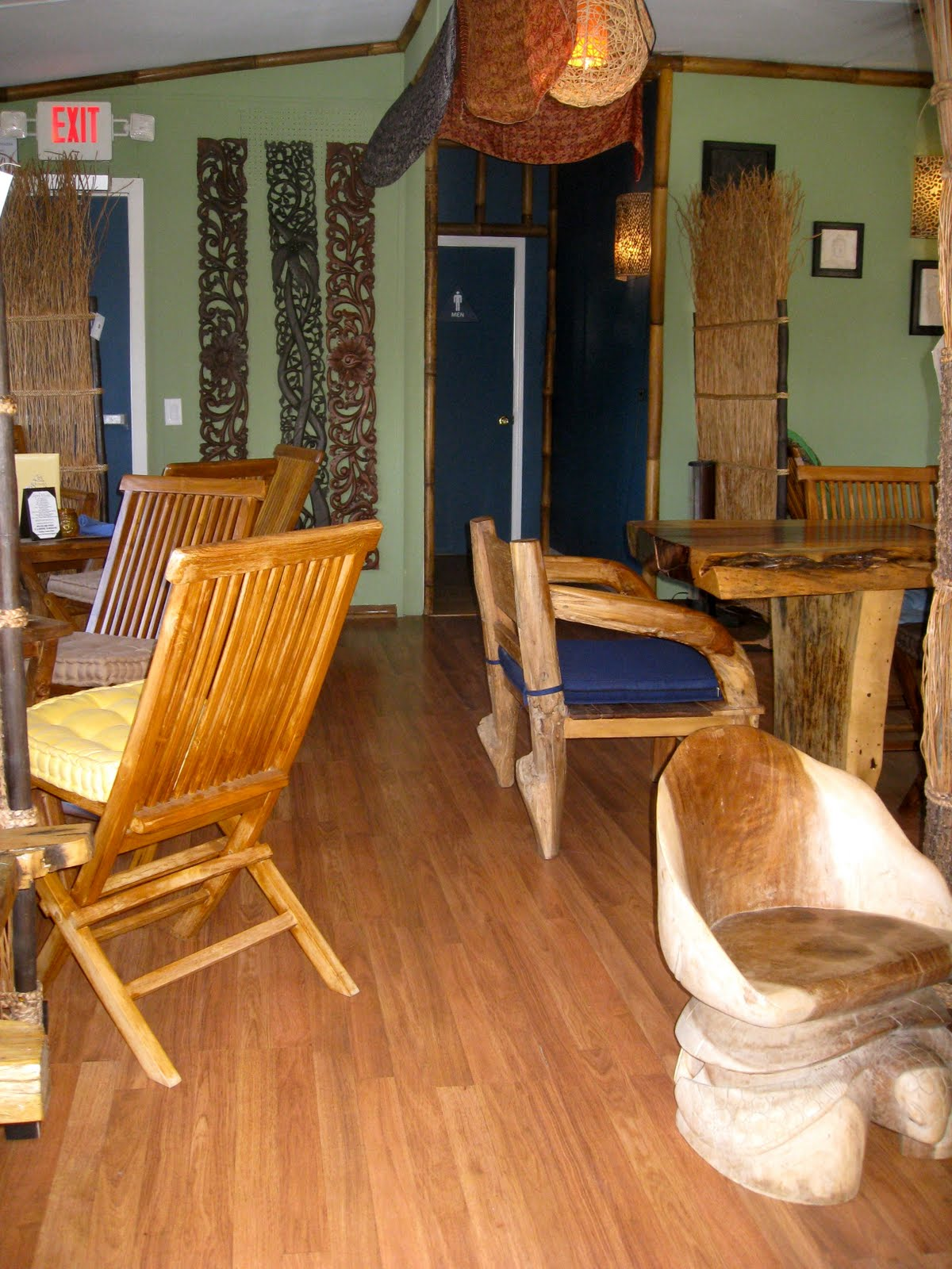How About A Bar That Serves Drinks, Food And You Can Shop For Cool Wooden Furniture  Direct From Bali? Sounds Great!