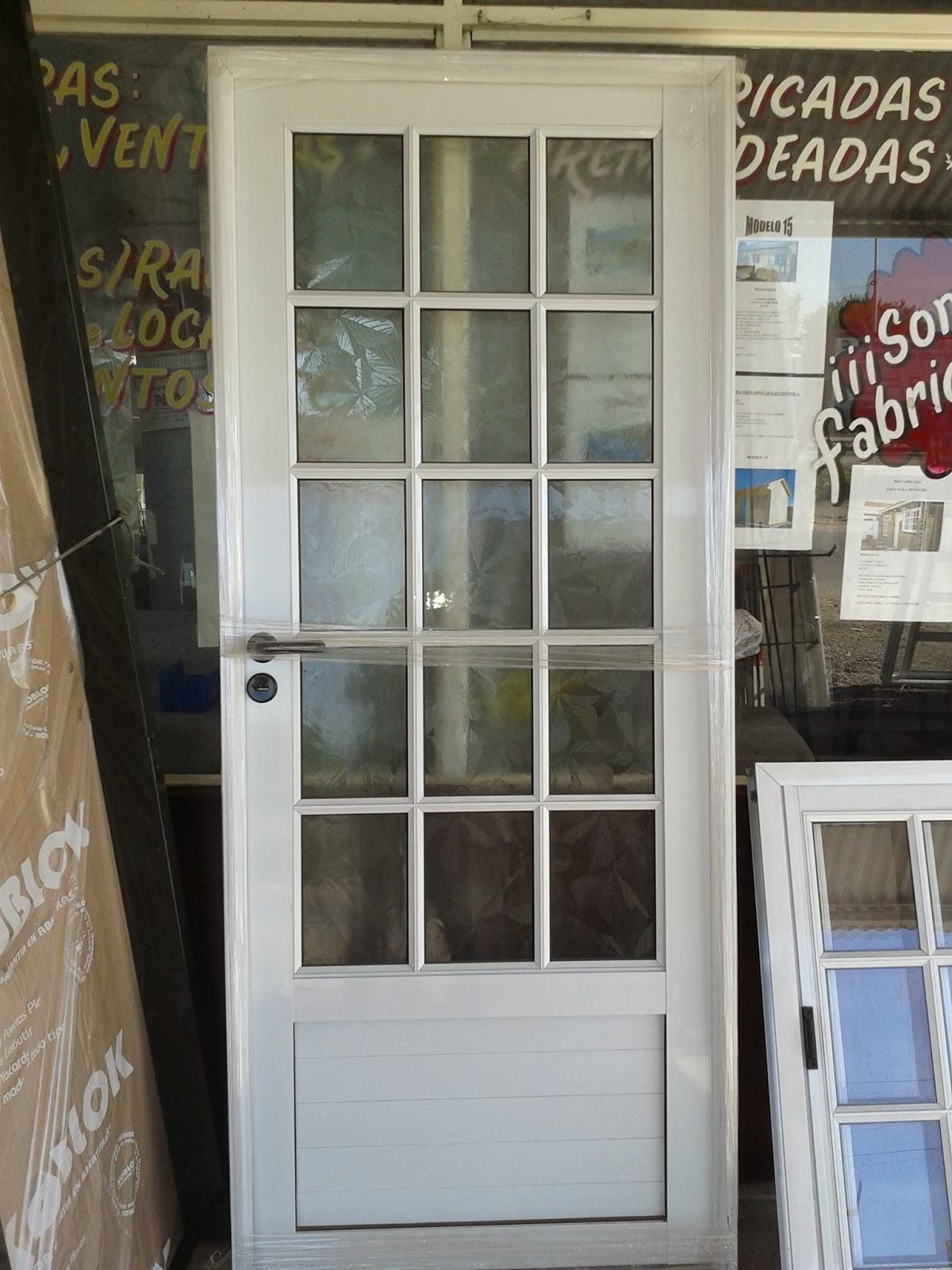 Puerta De Aluminio Y Vidrio. Division Con Puerta Corredizaen ...