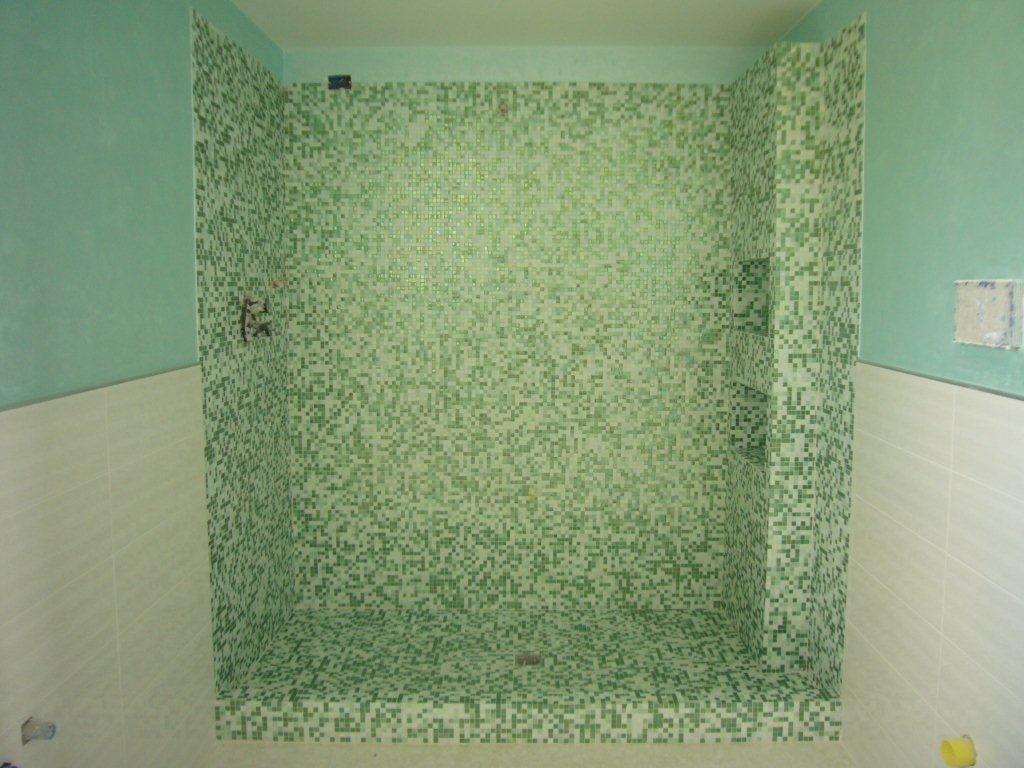 Bagno Doccia Mosaico : Bagno in mosaico verde gabbatore mattia