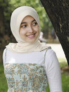Foto Cewek Jilbab Terbaru 2012 | Kumpulan Gambar Cantik Cewek Berjilbab 2012