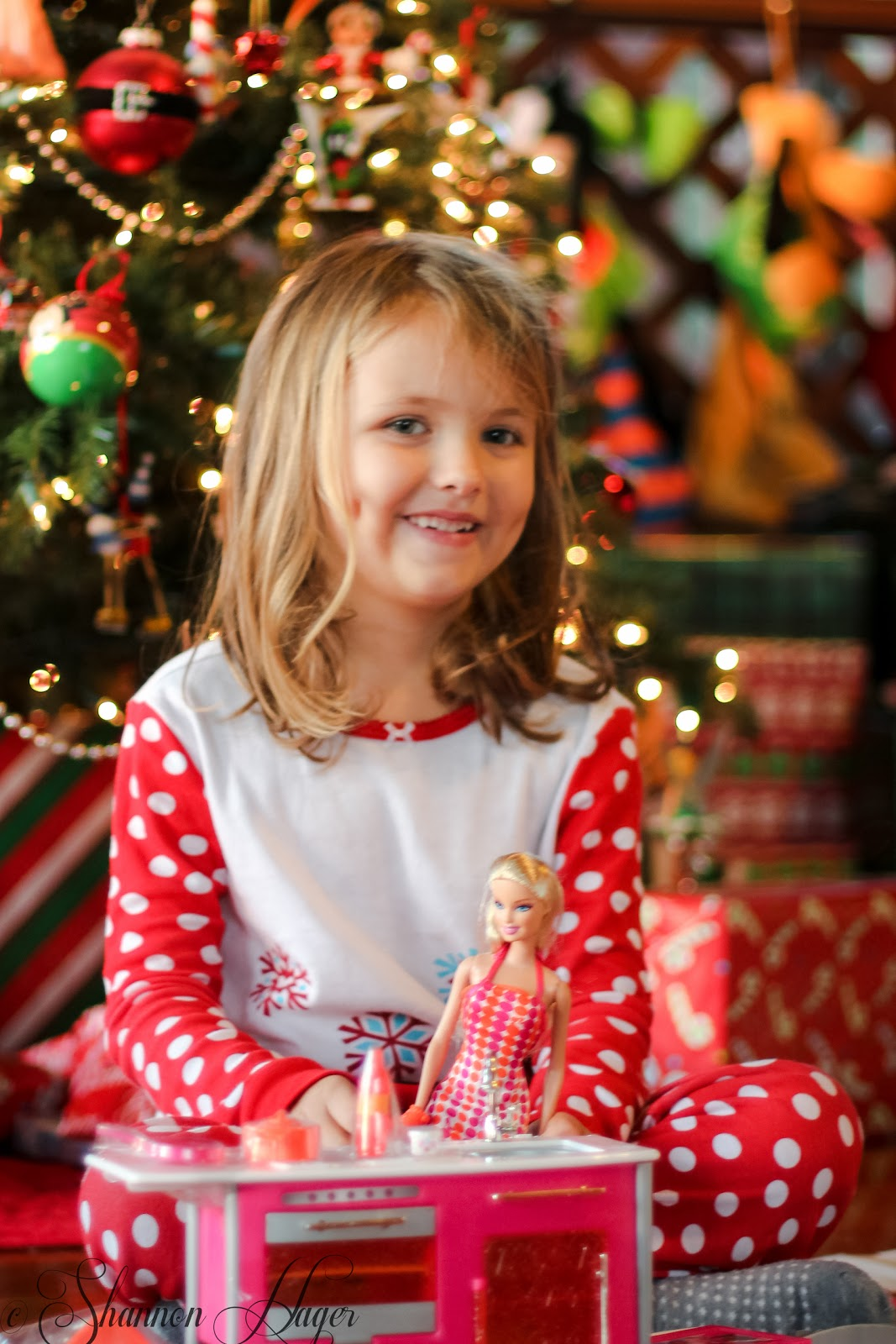 Enjoying Life With 4 Kids: Opening Presents on Christmas