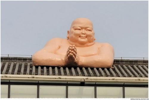 2014 01 21 224217 Patung Buddha Terbesar Dan Tergemuk Didunia Di Restoran China