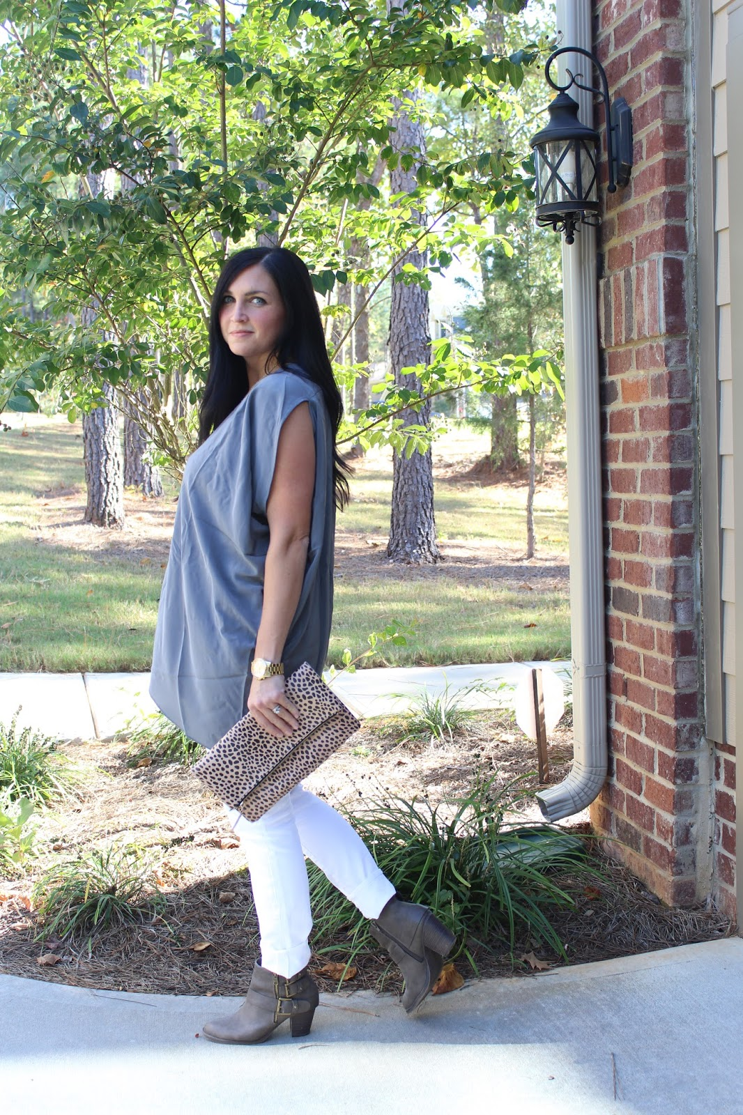 White jeans, grey tunic, nursing friendly outfit