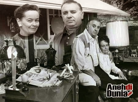 Foto keluarga Boneka Annabele