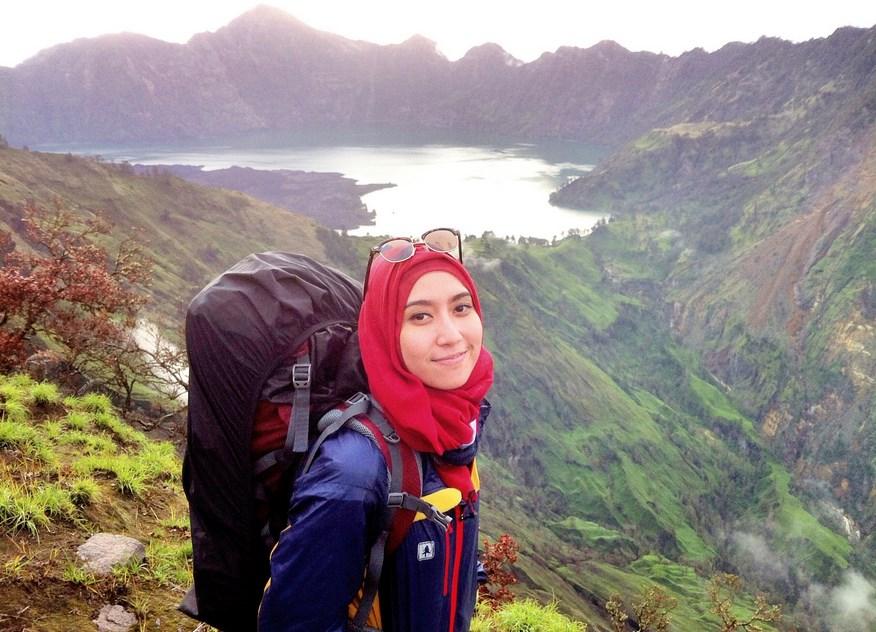 Foto gadis Igo Cantik Hijab Pendaki Gunung Cahya Meythasaru  2015